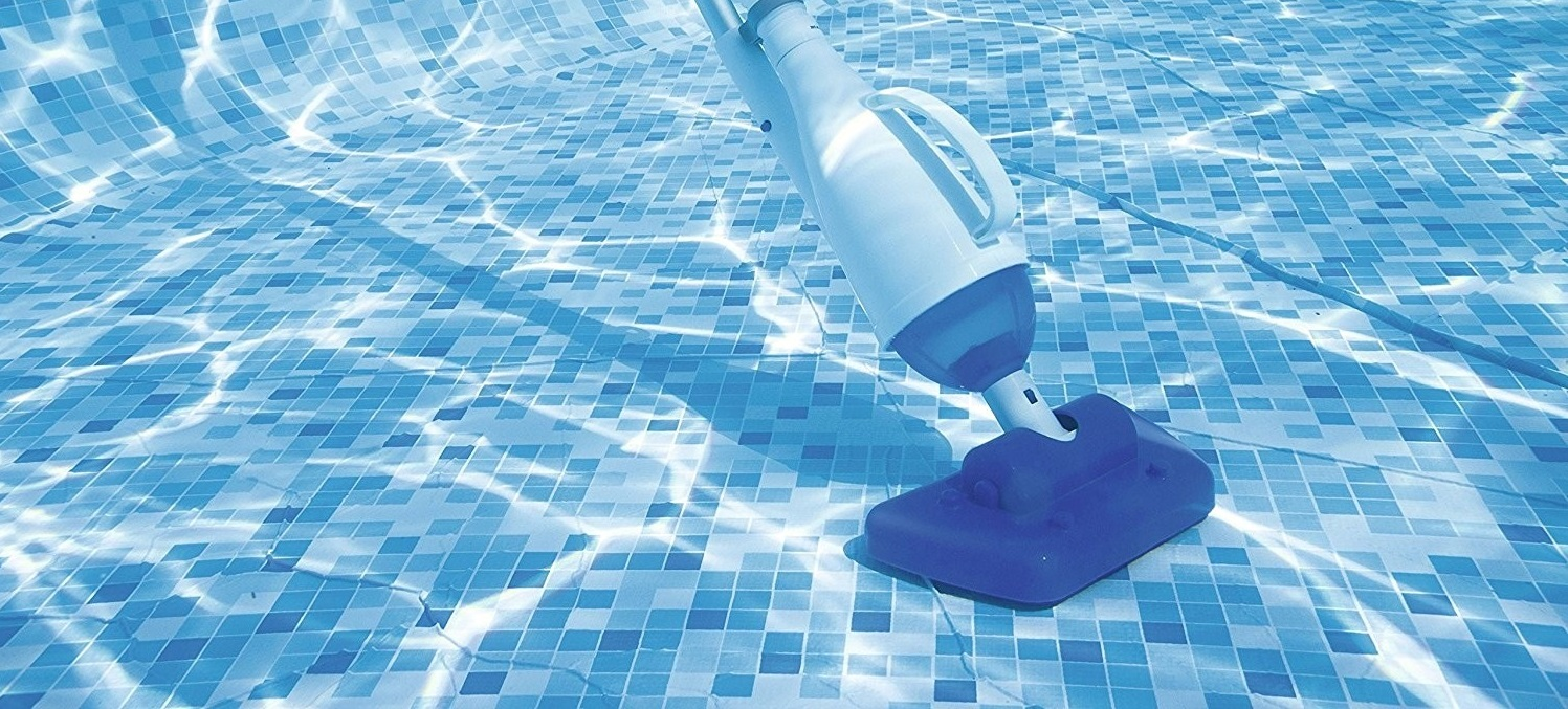 How To Vacuum A Pool 1